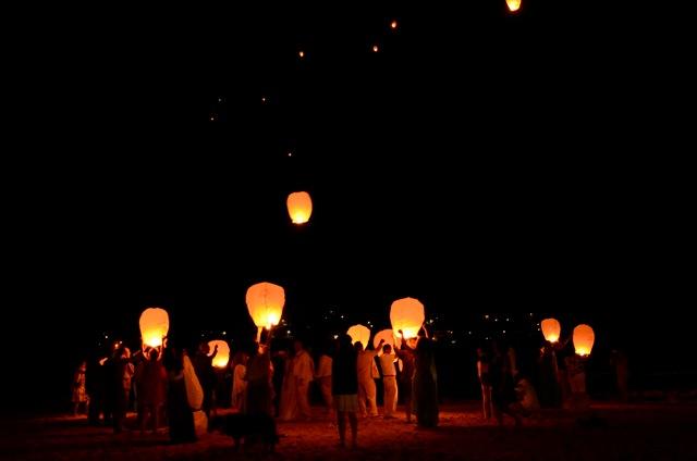 Lanzamiento de linternas a medianoche